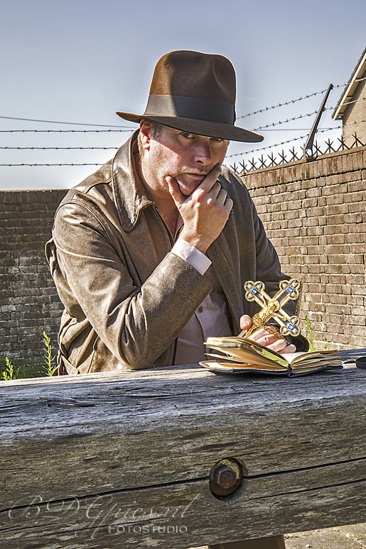 Evert Joosse als Indiana Jones. Fotoshoot Hembrug 2020